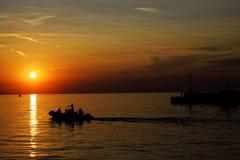 De schoonheid van de zonsondergang op de kust Royalty-vrije Stock Foto