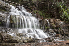 De schoonheid van een draperende waterval stock afbeelding
