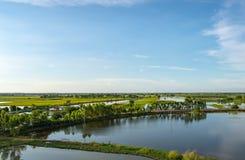 De schoonheid van de gebieden en de vissenvijvers in het platteland stock foto