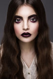 De schoonheidsmannequin Girl met Dark maakt omhoog Stock Fotografie