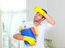 De schoonmakende mens van het huishouden stock afbeelding