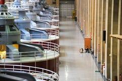 De schoonmakende vloer van de mens door generators royalty-vrije stock fotografie