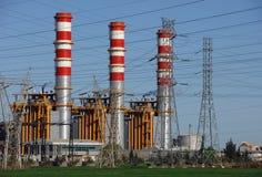 De schoorstenen van de elektrische centrale Stock Fotografie