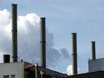 De schoorstenen van de fabriek Stock Foto's