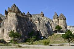 De schoorstenen van de fee in Cappadocia royalty-vrije stock fotografie