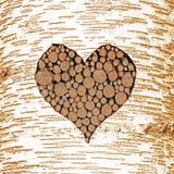 De schors van de berkboom met hart gestalte gegeven knipsel, dat met houten lo wordt gevuld royalty-vrije stock afbeelding