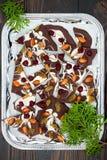 De schors van de vakantiechocolade met droge vruchten en noten op een donkere houten achtergrond Hoogste mening Dessertrecept voo Stock Afbeelding