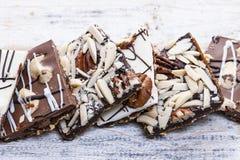 De schorsstukken van de chocoladekaramel Stock Foto