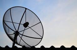 De schotel van de antennecommunicatiesatelliet royalty-vrije stock fotografie
