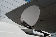 De schotel van de mobiele satelliet stock fotografie