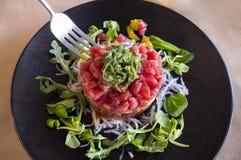 De schotel van het tonijntandsteen met vork Royalty-vrije Stock Afbeeldingen