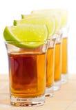 De schoten van Tequila met kalk Stock Afbeeldingen