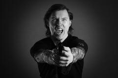 De schreeuwende boze mens van het agressiekanon royalty-vrije stock afbeeldingen