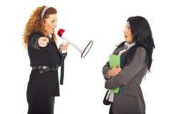 De schreeuwende werknemer van de manager in megafoon Stock Afbeelding