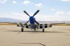 De Schrijvers uit de klassieke oudheid p-51D Mustang Straw Boss van Noord-Amerikaan/Aero-2 Vechtersvliegtuigen Stock Foto's