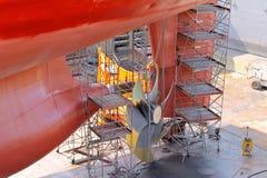 De schroeven van de vervanging op het schip Stock Afbeeldingen