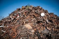 De schroot van het ijzer die wordt samengeperst om te recycleren Royalty-vrije Stock Foto