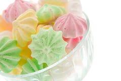 De schuimgebakjes van de kleur in een vaas stock fotografie