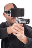 De schutterspel van het mensenspel VR met virtuele werkelijkheidskanon en vr glazen Stock Fotografie