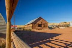 De Schuur van de logboekboerderij Stock Foto's