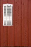 De schuurvenster van Louvered met exemplaarruimte Stock Foto's