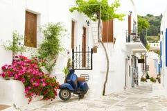 De scène van de straat in de Griekse Cycladen eilanden Royalty-vrije Stock Fotografie