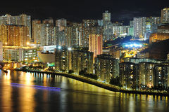 De scènes van de nacht van high-density gebouwen & haven Stock Afbeelding