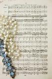 De scores van de muziek door Mendelssohn met parels Stock Fotografie