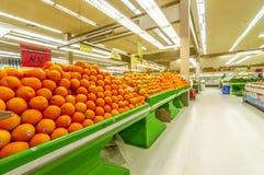 De sectie van de vers fruitmarkt Stock Foto's