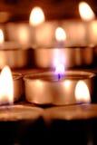 De selectieve nadruk en sluit omhoog Groep het branden van kaarsen in Thaise st Stock Afbeelding