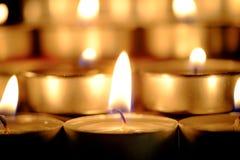 De selectieve nadruk en sluit omhoog Groep het branden van kaarsen in Thaise st Stock Afbeeldingen