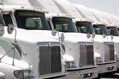 De semi Vloot van de Vrachtwagen stock foto's