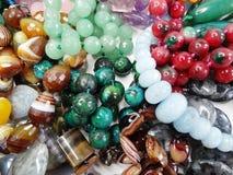 De Semigemkristallen parelt juwelen royalty-vrije stock foto