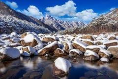 De Seoraksanbergen wordt behandeld door sneeuw in de winter, Korea royalty-vrije stock afbeelding