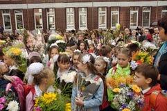 1 de septiembre, día del conocimiento en la escuela rusa Imagenes de archivo