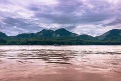 21 de septiembre de 2014: Cruzando el río Mekong, Laos Foto de archivo libre de regalías