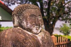 26 de septiembre de 2014: Estatua de piedra budista en el parque de Buda, Laos Foto de archivo