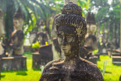 26 de septiembre de 2014: Estatua de piedra budista en el parque de Buda, Laos Imagenes de archivo