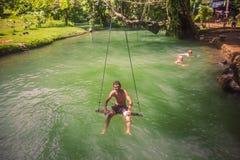 23 de septiembre de 2014: Laguna azul en Vang Vieng, Laos Imágenes de archivo libres de regalías