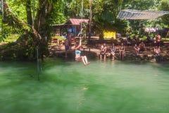 23 de septiembre de 2014: Laguna azul en Vang Vieng, Laos Imagen de archivo