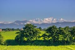 2 de septiembre de 2014 - montañas Himalayan vistas de Sauraha, Nepa Foto de archivo libre de regalías