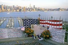 11 de septiembre de 2001 monumento en el tejado que mira sobre Weehawken, New Jersey, New York City, NY Fotos de archivo libres de regalías