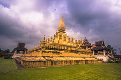 26 de septiembre de 2014: Stupa de oro de ese Luang en Vientián, Lao Imagenes de archivo