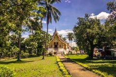 20 de septiembre de 2014: Templo de la explosión de Pha del espino en Luang Prabang, La Imágenes de archivo libres de regalías