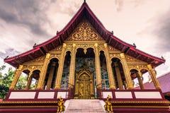 20 de septiembre de 2014: Templo de Wat Manorom en Luang Prabang, Laos Imagenes de archivo