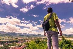 20 de septiembre de 2014: Viajero en la cima del soporte de Phousi en Luan Fotografía de archivo libre de regalías