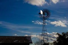 De seriesilhouetten van de windturbine royalty-vrije stock afbeelding