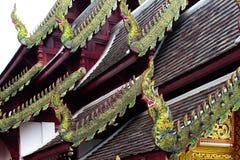De serpent-vormige adelaar werd geïnstalleerd op het dak van de kerk stock fotografie