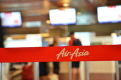 De service avec l'inscription d'Air Asia dans l'aéroport de Changi, Singapour Photos libres de droits