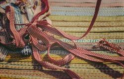 De service lumineux pour des métiers, ceinture slave ethnique Photos stock
